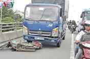 Tin tức tai nạn giao thông nóng nhất 24h: Xe tải đâm xe máy, 1 phụ nữ bị kéo lê tử vong tại chỗ