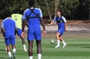 Eden Hazard trở lại tập luyện cùng Chelsea, xóa lời đồn đến Real Madrid