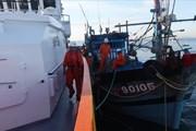 Cứu 6 ngư dân bị nạn trôi dạt nhiều ngày trên vùng biển phía Nam quần đảo Hoàng Sa