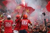 U23 Việt Nam - U23 UAE: Hết thẫn thờ vì bàn thua không tưởng, CĐV vỡ òa nhờ bàn thắng của Văn Quyết
