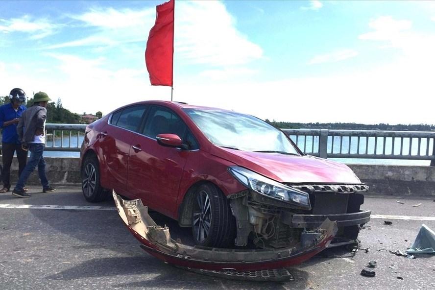 Vụ tai nạn trên cầu Quán Hàu, Quảng Bình. Ảnh: Lê Phi Long