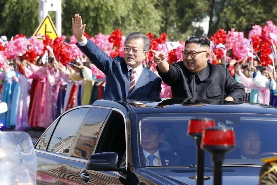 Tổng thống Moon Jae-in và nhà lãnh đạo Kim Jong-un ở thủ đô Bình Nhưỡng ngày 18.9. Ảnh: UPI