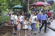 Hà Nội: Hơn 7 vạn khách ghé thăm công viên Thủ Lệ, 21 trẻ em bị lạc được bàn giao