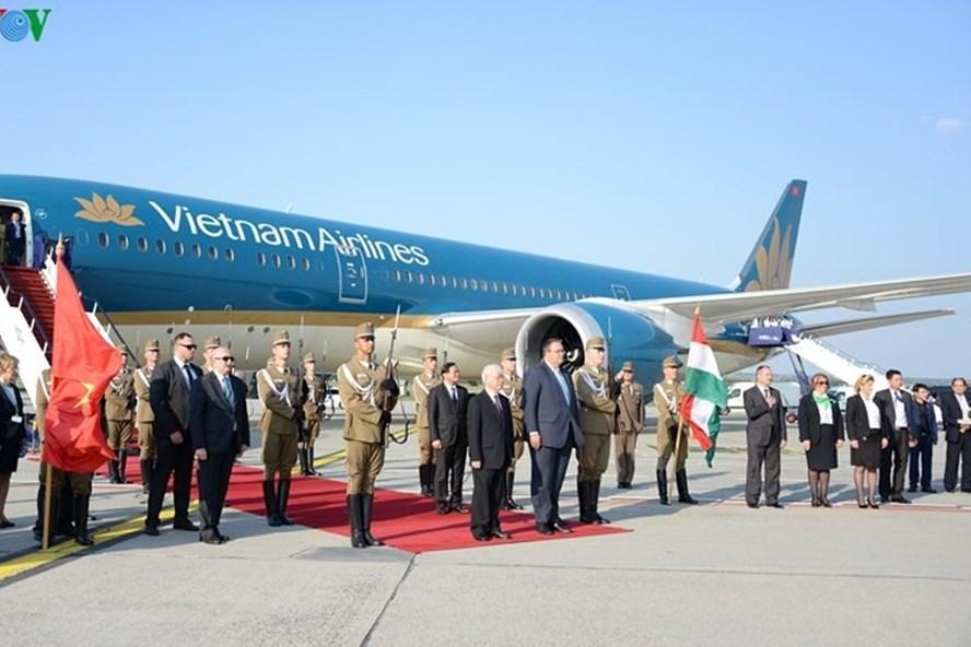 Lễ đón Tổng Bí thư Nguyễn Phú Trọng tại sân bay thủ đô Budapest, Hungary. Ảnh: VOV