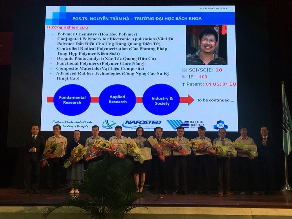 ĐH Quốc gia TPHCM tặng thưởng các cá nhân có thành tích cao trong hoạt động nghiên cứu khoa học năm 2018.