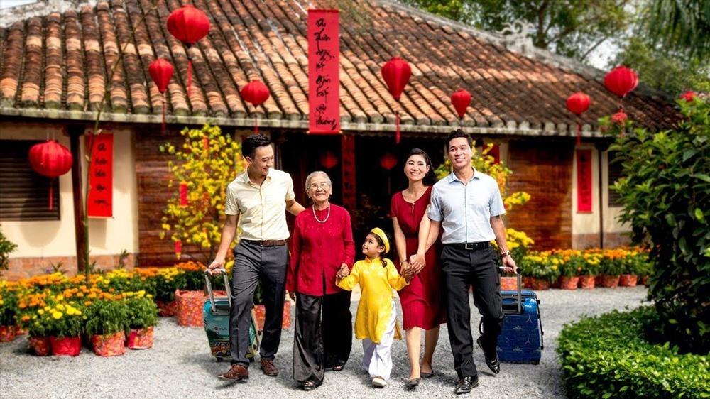 Du lịch Tết là một cách khác để sum họp các thế hệ trong gia đình trong dịp xuân về. Ảnh: Vietravel