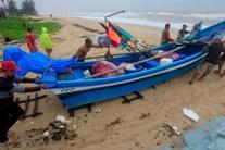 Hàng nghìn người mắc kẹt trên các đảo Thái Lan khi bão Pabuk đến gần