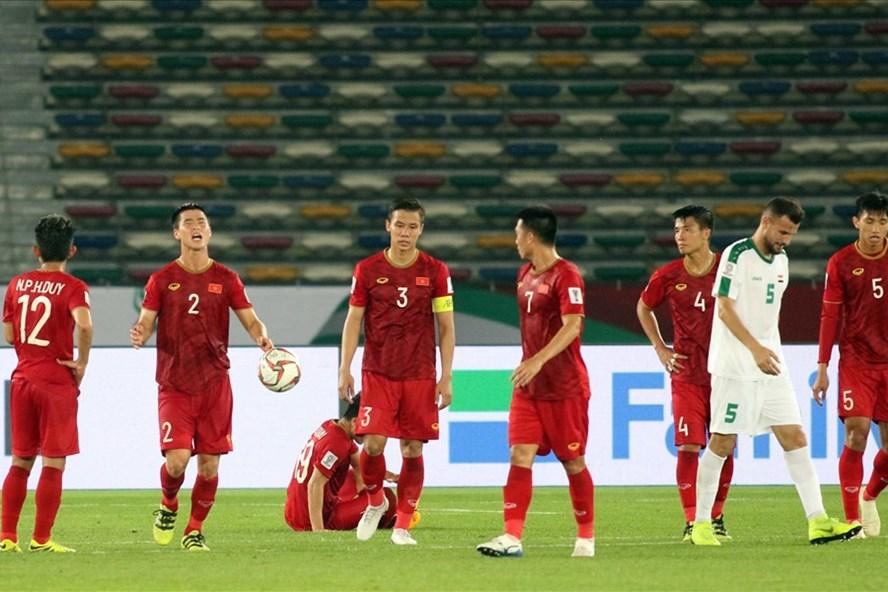 Sau trận thua đầy tiếc nuối 2-3 trước ĐT Iraq, ĐT Việt Nam đã tiếp tục trở lại tập luyện để chuẩn bị đối đầu với tuyển Iran vào ngày 12.1 tới đây. Ảnh: Hữu Phạm
