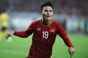 Clip: Siêu phẩm của Quang Hải mở tỉ số cho tuyển Việt Nam trước Malaysia