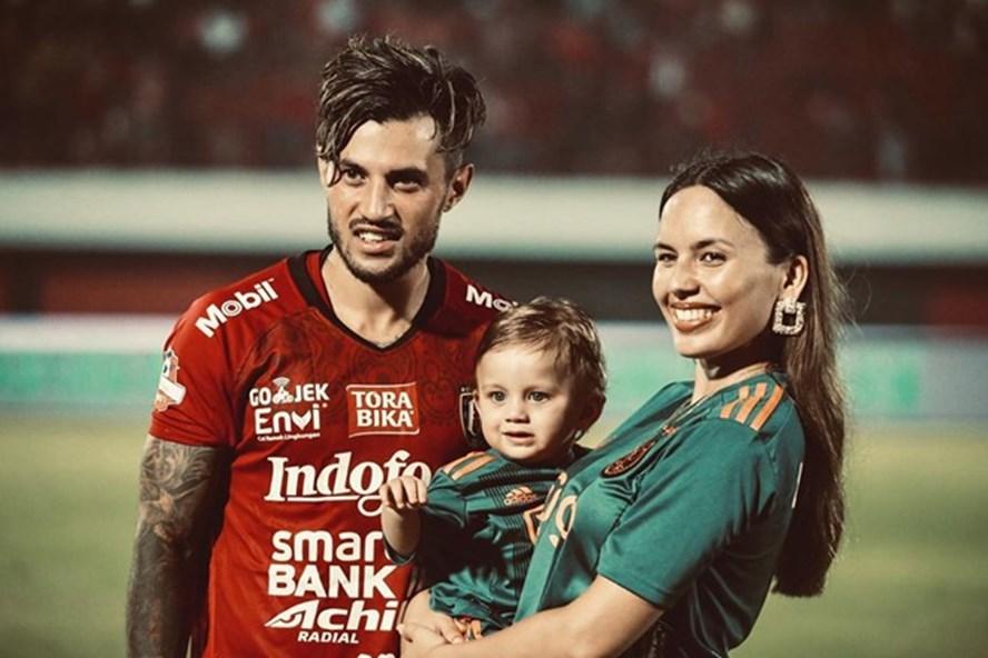 Gia đình hạnh phúc của chân sút tuyển Indonesia. Ảnh: Instagram