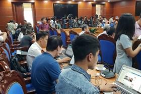 Hoà Bình họp báo thông tin vụ đổ dầu thải vào nguồn nước: Khởi tố vụ án
