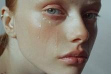 Lợi ích sức khỏe khó tin đến từ việc…khóc