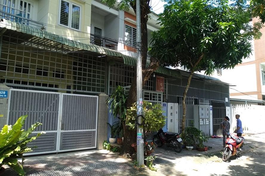 Một dãy nhà của người dân đã xây dựng hoàn thiện sau khi mua nhà thô từ Cty Ê Đen
