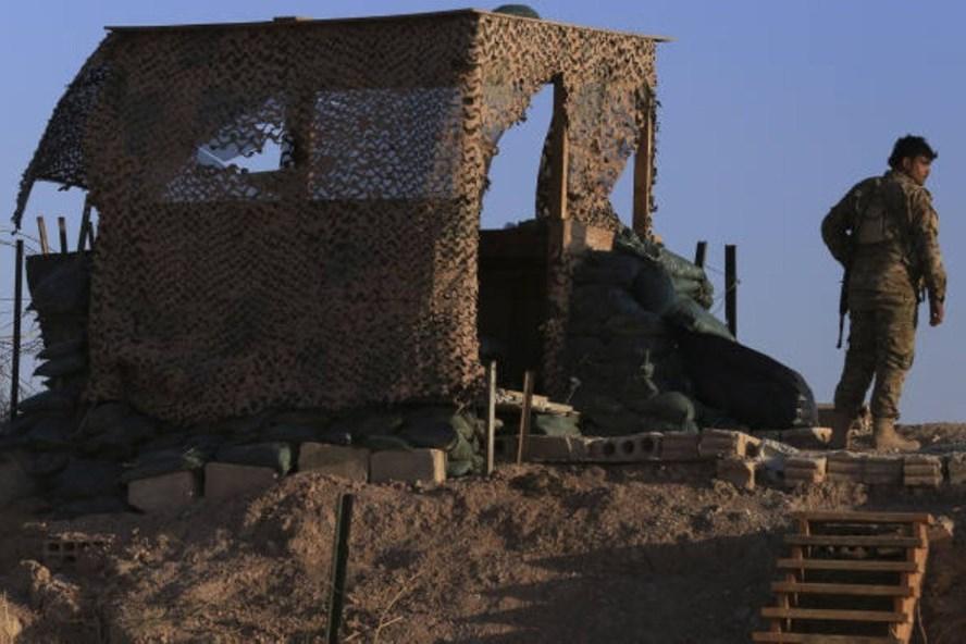 Các tay súng Lực lượng Dân chủ người Kurd (SDF). Ảnh: AP