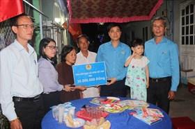 Cháu Thảo Lam cần được lớn lên trong vòng tay che chở của mọi người