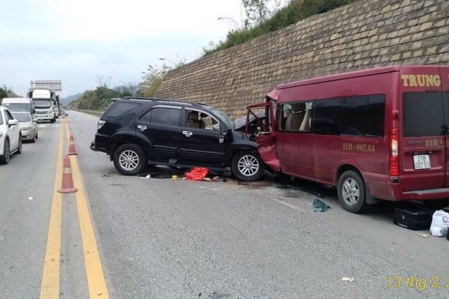 Vụ TNGT trên đường cao tốc Hà Nội - Lào Cai làm 9 người thương vong do lái xe 7 chỗ vi phạm nồng độ cồn.