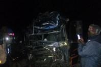 Nóng nhất hôm nay: Xe khách tông xe tải, 80 người thương vong