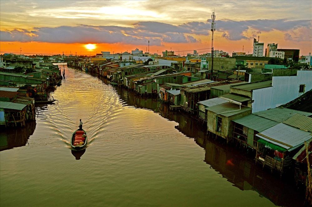 Yên ả buổi hoàng hôn trên sông Vân, con sông chảy qua Tp. Cà Mau