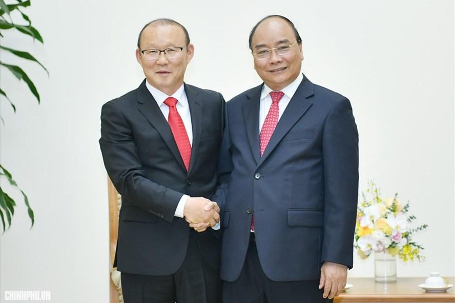 Thủ tướng Nguyễn Xuân Phúc tiếp HLV Park Hang-seo. Ảnh: VGP