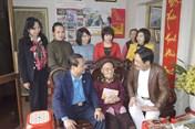 LĐLĐ TP. Thái Nguyên thăm, tặng quà Mẹ Việt Nam Anh hùng