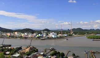 Thành phố Hà Tiên nhìn từ núi Tô Châu