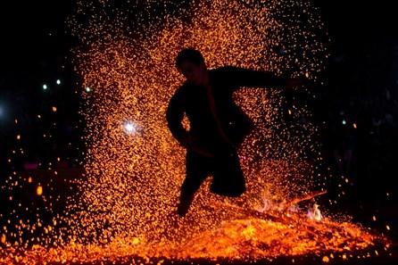 Nhảy lửa cầu may – nét văn hóa đặc sắc của người Pà Thẻn