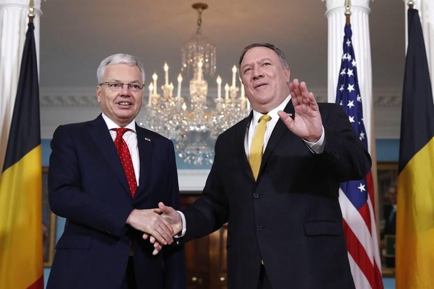 Ngoại trưởng Mỹ Mike Pompeo (phải) gặp Bộ trưởng Ngoại giao Bỉ Didier Reynders hôm 22.2 ở Washington. Ảnh: AP.
