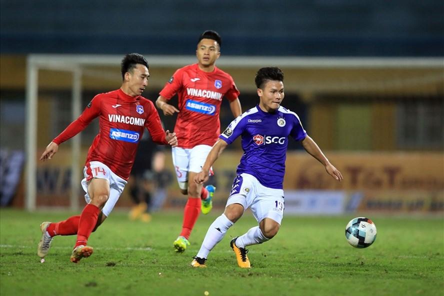 Tiền vệ Quang Hải đang có dấu hiệu quá tải dẫn tới sa sút phong độ do lịch thi đấu dày đặc thời gian qua. Ảnh: VPF