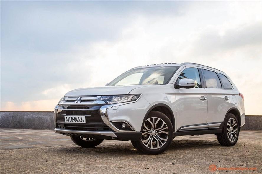 Trong tháng 3, hàng loạt xe ô tô giảm giá đến gần trăm triệu đồng.