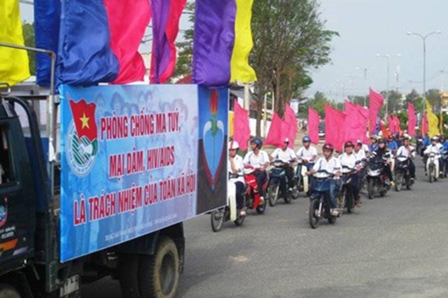 Các đội tuyên truyền phòng chống ma tuý do LĐLĐ tỉnh Điện Biên tổ chức. Ảnh: Trần Nga