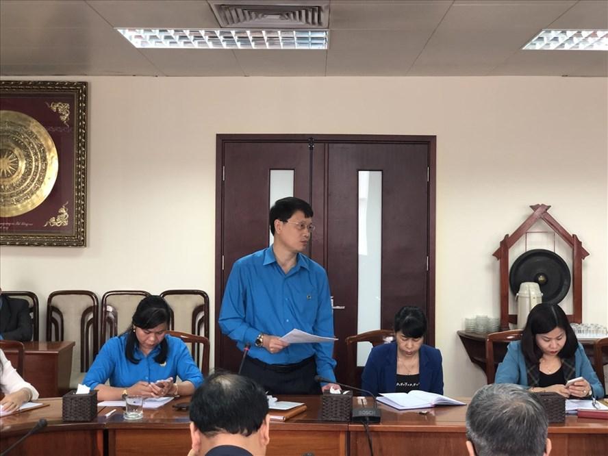 Đồng chí Ngô Xuân Thắng, Chủ tịch LĐLĐ TP. Đà Nẵng phản ánh các ý kiến thảo luận tại tổ 2 đến Đoàn Chủ tịch.