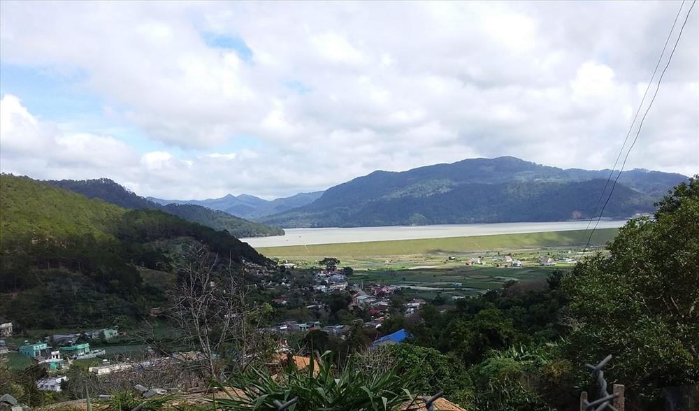 Thị trấn Dran yên bình bên hồ Đa Nhim (ảnh T.N)
