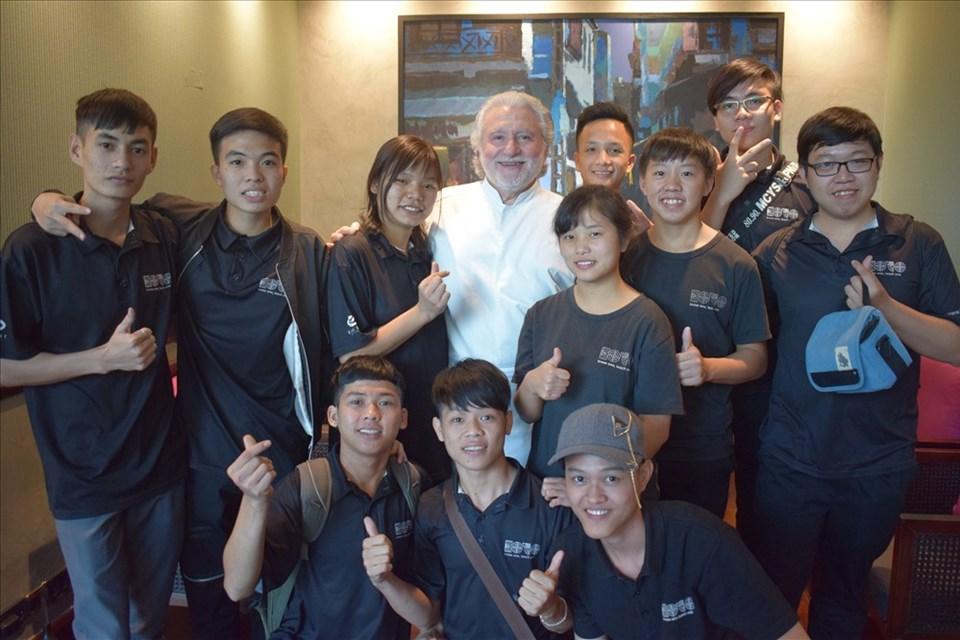 Bếp trưởng người Pháp truyền cảm hứng với các học viên đầu bếp trẻ