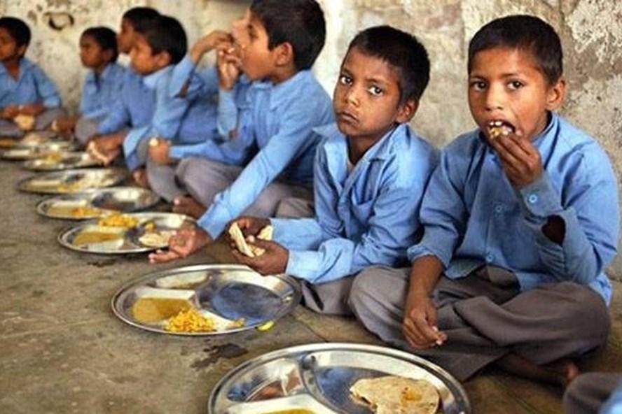 Nhiều vụ việc liên quan đến thực phẩm bẩn trong trường học trên thế giới từng được phát hiện. Ảnh: India Times