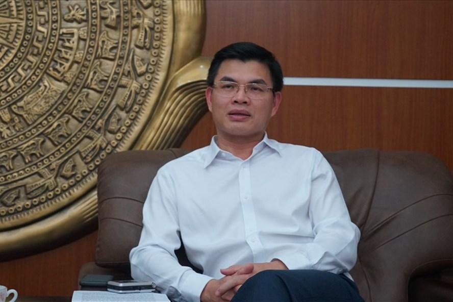 Ông Nguyễn Mạnh Hà - Chủ tịch UBND TP.Uông Bí -đánh giá cao báo Lao Động và các phóng viên đã rất dũng cảm, tâm huyết, kiên trì đeo bám để đưa vụ việc ra công luận. Ảnh: N.H