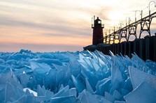 Cảnh tượng kỳ thú, mặt hồ đóng băng vỡ thành hàng triệu mảnh