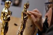 Tỉ mỉ, công phu như chế tác tượng vàng Oscar