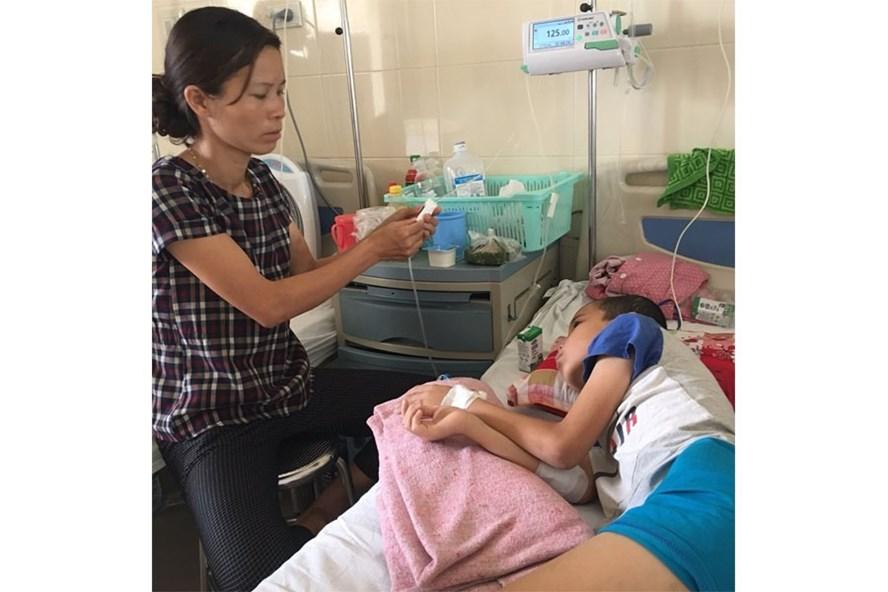 Bé Long đang điều trị tại BV K, Tân Triều, Hà Nội.