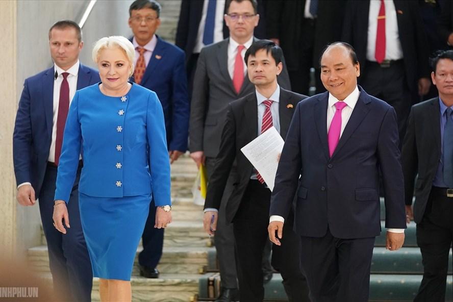 Thủ tướng Nguyễn Xuân Phúc và Thủ tướng Romania Viorica Dancila. Ảnh: VGP.