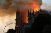 Cháy Nhà thờ Đức Bà Paris: Những hình ảnh rơi nước mắt từ hiện trường
