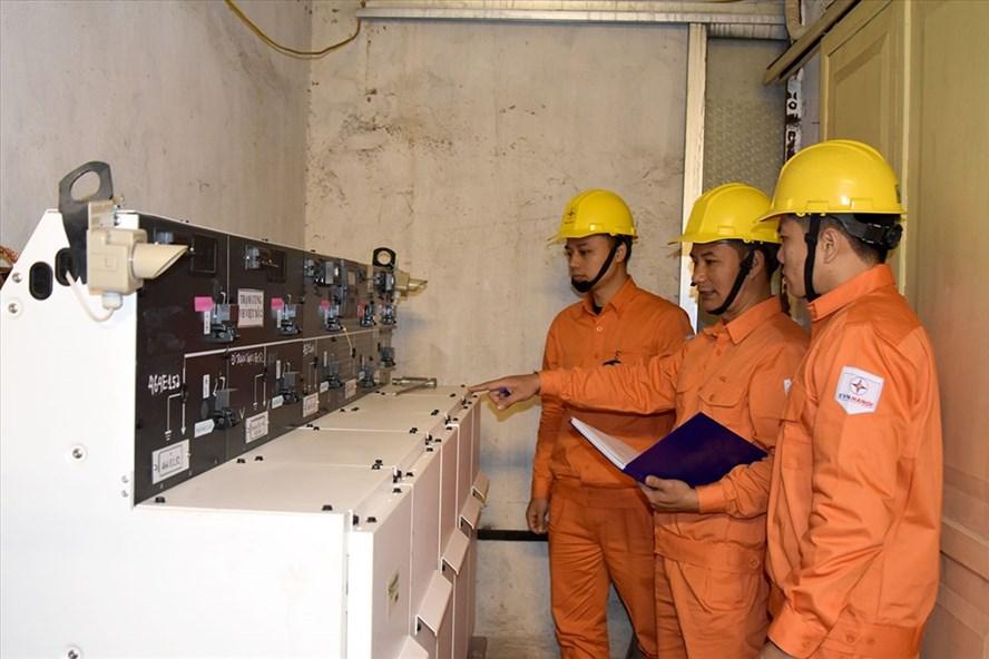 EVN HANOI lên phương án đảm bảo cung ứng điện trong những ngày lễ lớn của đất nước. Ảnh: H.Trang