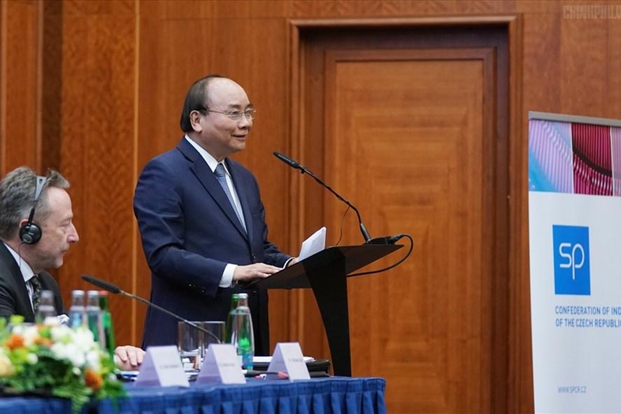 Thủ tướng Nguyễn Xuân Phúc phát biểu tại Diễn đàn Doanh nghiệp Việt  - Czech. Ảnh: VGP.