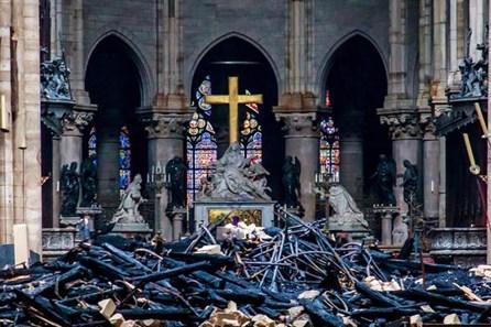 """Phát hiện nguyên nhân """"muôn thuở"""" gây cháy Nhà thờ Đức Bà Paris"""