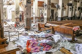 Cảnh tan hoang bên trong nhà thờ sau những vụ nổ đẫm máu ở Sri Lanka
