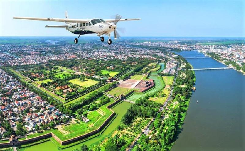 Du khách có cơ hội ngắm cảnh ở miền Trung bằng thủy phi cơ như thế này