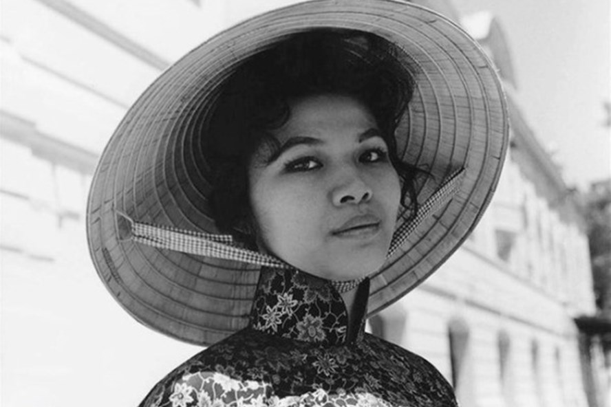 Một phụ nữ Sài Gòn trước năm 1975. Ảnh: TTT.