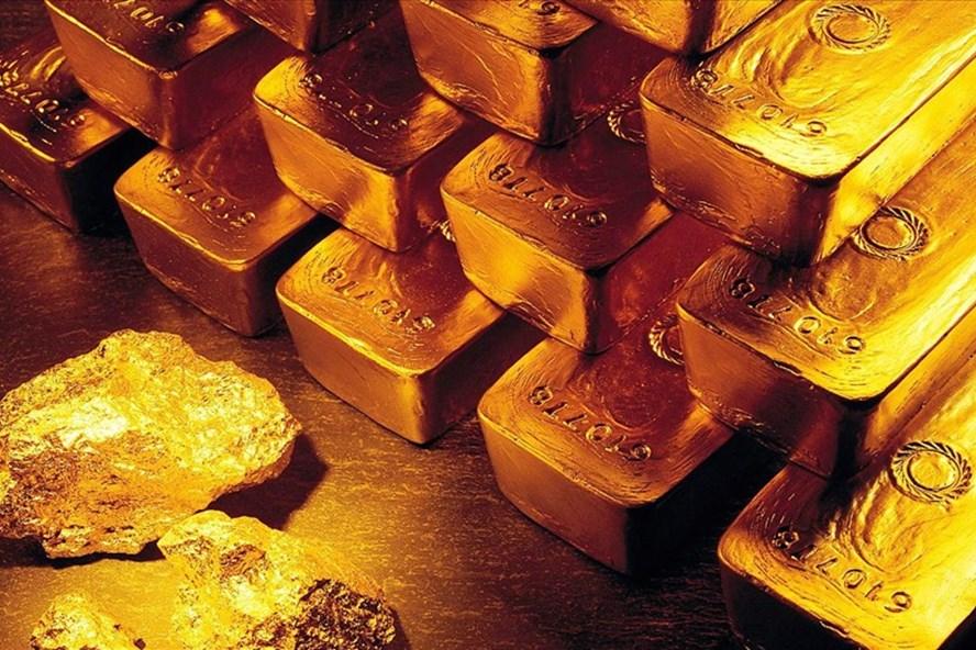 Giá vàng SJC trong nước tăng nhẹ trong ngày nghỉ lễ, trái ngược với động thái giảm mạnh của giá vàng thế giới.
