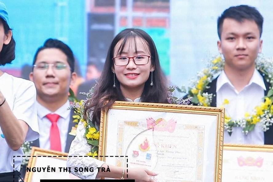 Nguyễn Thị Song Trà nhận giải thưởng tình nguyện quốc gia cho dự án giáo dục giới tính S Project. Ảnh: S Project