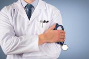 Tại sao áo blouse trắng của bác sĩ có thể là mối đe doạ cho bệnh nhân?
