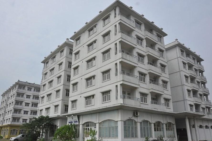 Ba tòa nhà tái định cư ở quận Long Biên, Hà Nội bị đề xuất phá bỏ đang xuống cấp nghiêm trọng. Ảnh: LÊ QUÂN